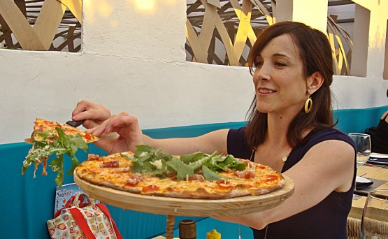 Which restaurant won the SMART award for the best pizza in San Miguel de Allende.