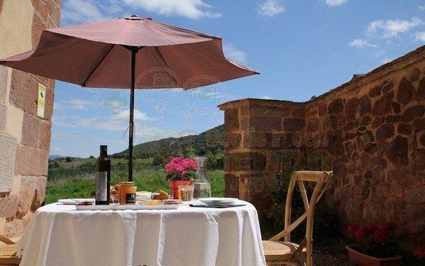 Desayuno montado vistas al campo exterior, hotel ioar
