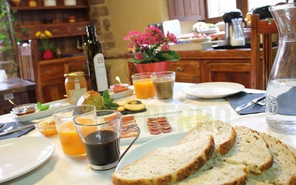 Mesa desayuno montada, hotel rural ioar