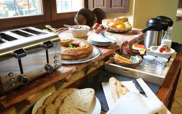 panes, bufeet fijo, tostadora, hostal rural ioar