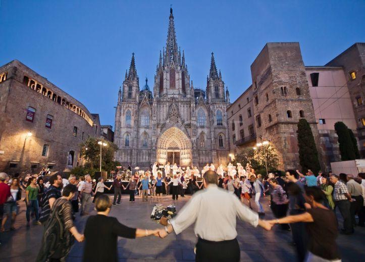 Sardana frente a la Catedral de Barcelona