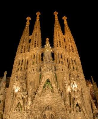 3619766-sagrada-familia-por-la-noche-barcelona-espana