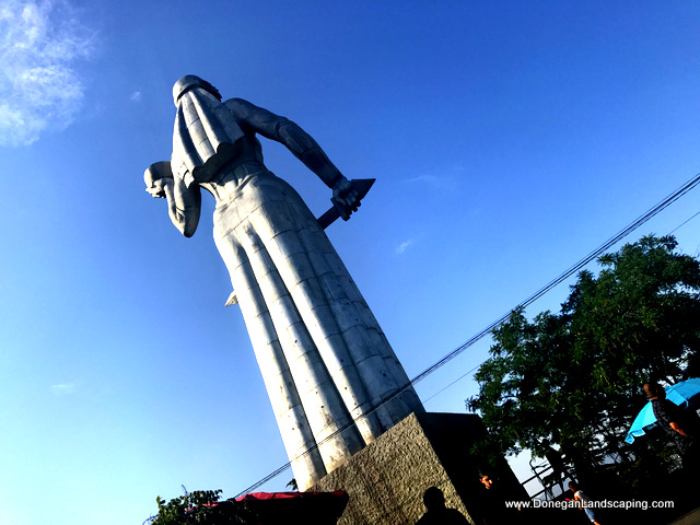 monument of mother of georgians (2)