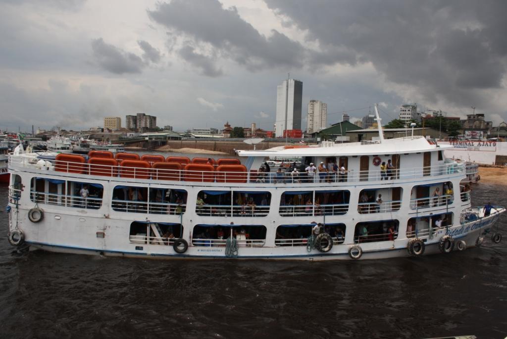un vaixell una mica més petit que el nostre