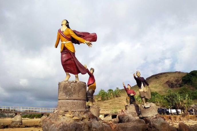 Cerita Rakyat Nusa Tenggara Barat : Putri Mandalika (Legenda Bau Nyale) oleh - bukufiksi.xyz