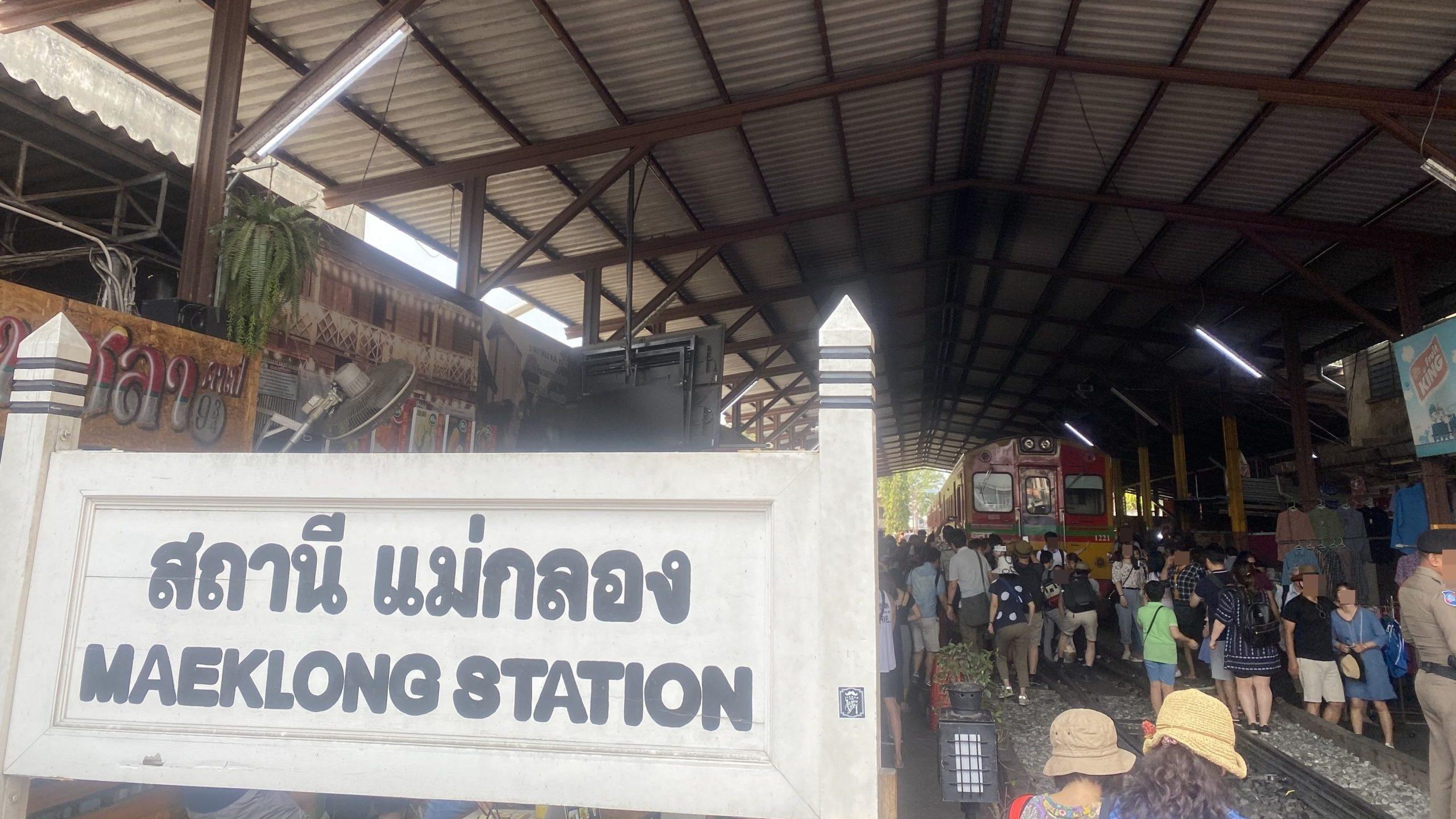 バンコクの電車マーケット