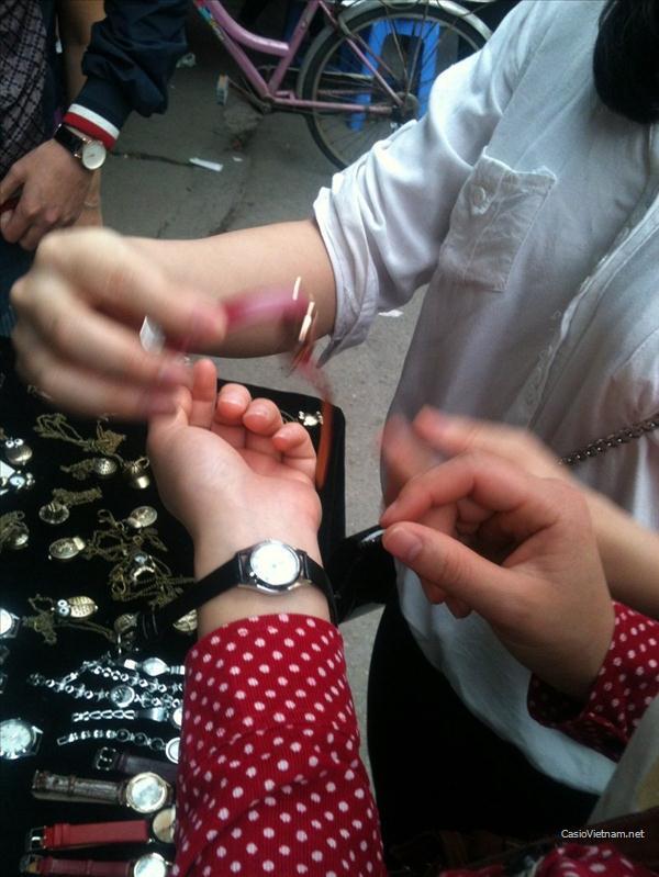 Đồng hồ đeo tay giá bèo thu hút sinh viên
