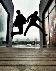 fotografía, donibane, sesion, contraluz, portugalete, niños, jumping, bilbao, bizkaia, basque country