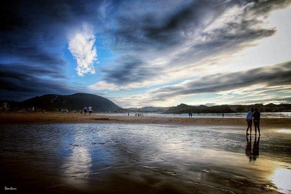 Puesta de sol en la playa de Ris en Noja, en Cantabria, por Donibane