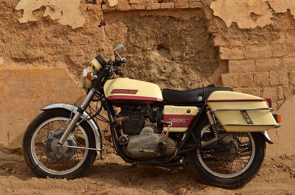 La Primitiva - Sanglas 400F - Donkey Motorbikes