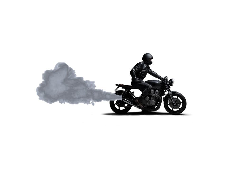 Humo azul moto