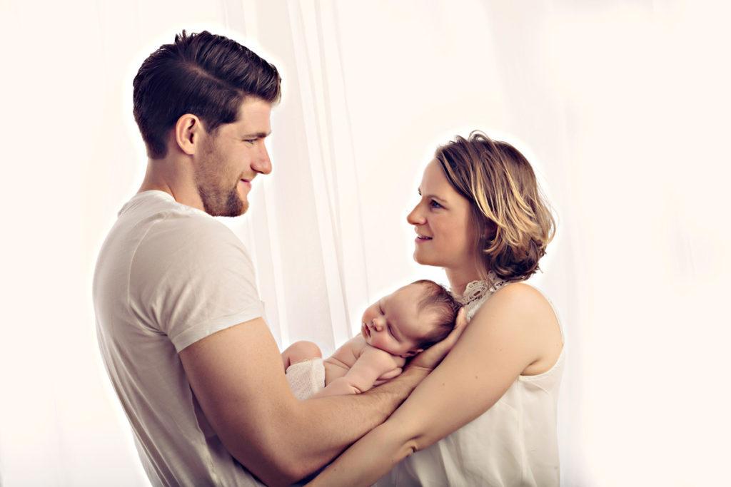 Neugeborenen Shooting mit Partner Muenchen