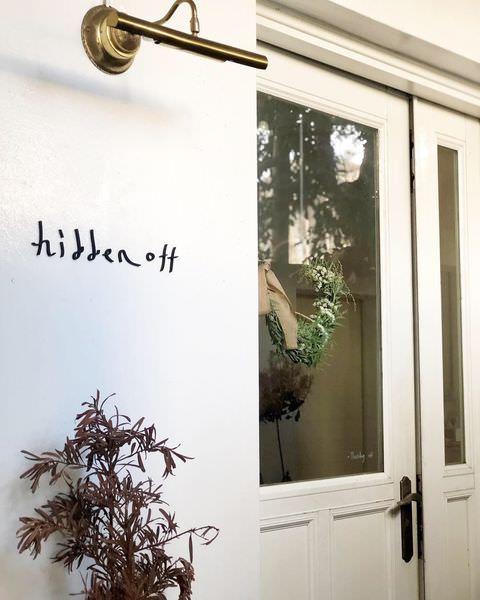 「新竹北區」隱藏在巷弄內的甜點店 「hidden off」每一個角落都好美 店內還有服飾可以選擇唷~