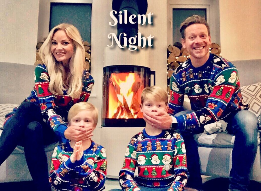 A MUM'S GUIDE TO SURVIVING CHRISTMAS