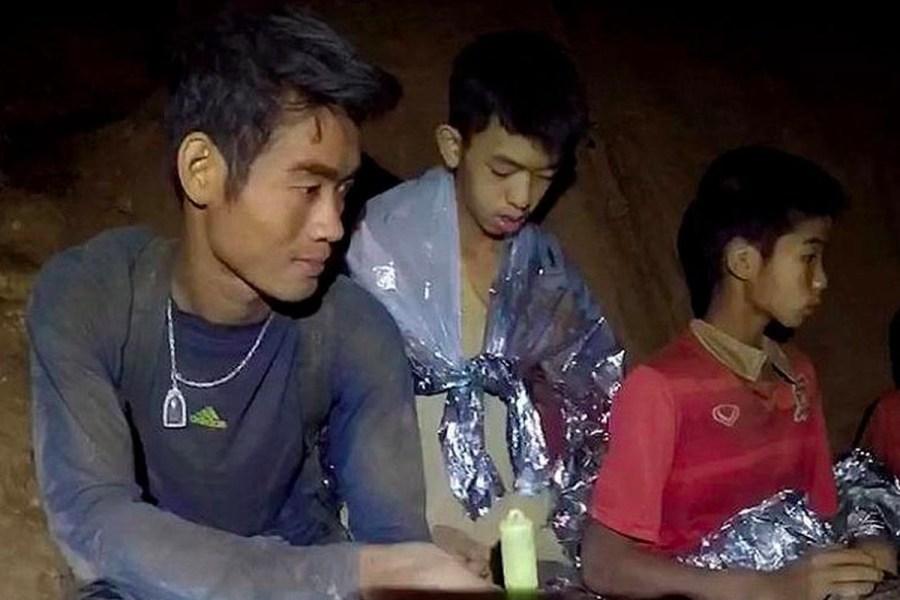 Thai boys rescued/ their coach is a hero/ Ekapol Chanthawong