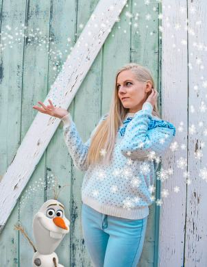 My Elsa inspired look is not so much a Bound as it is just a regular outfit that I edited to have Olaf and snowflakes in it to give a Frozen aesthetic. My sweatshirt is knit and the design looks like the crystals from Frozen 2.