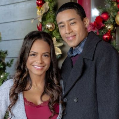 "Hallmark Movies & Mysteries ""Memories of Christmas"" Premiering this Saturday, Dec. 8th at 9pm/8c! #MiraclesofChristmas"