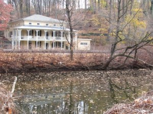An old inn along the Wissahickon Creek (Lincoln Drive). Photo by Donna L. Long.
