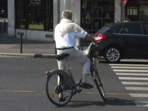 Cyclist on Paris boulevard. Photo by Donna L. Long, 2014. All right reserved.