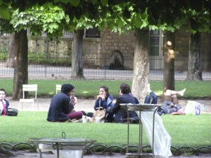 Neighborhood residents relax on a sunny afternoon in the Luxembourg Gardens. Photo by Donna L. Long, 2014. All rights reserved.
