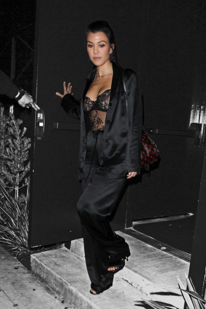 Kourtney Kardashian wore lingerie while on a date with Justin Bieber (photo AKM-GSI)