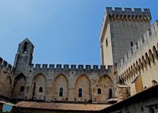 L'interno del cortile con la veduta della torre.