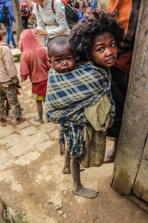 Bambina al villaggio