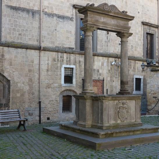 Uno scorcio del centro storico di Tarquinia
