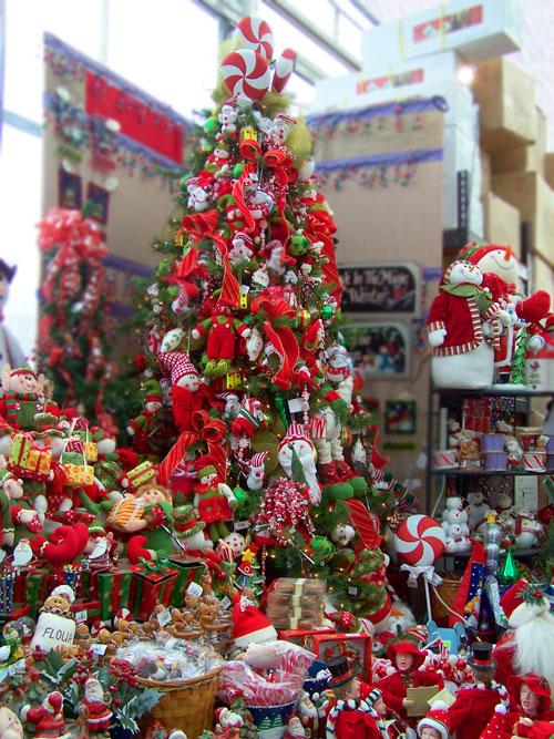 Arvores de Natal ARVORES DE NATAL E ENFEITES NA 25 DE MARÇO