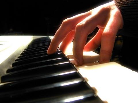 Piano1 Sites de Cursos de Instrumentos Musicais Online