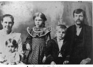 Lavina, Lillie (on lap), Gertie, Elmer, Samuel V. Scott c. 1902