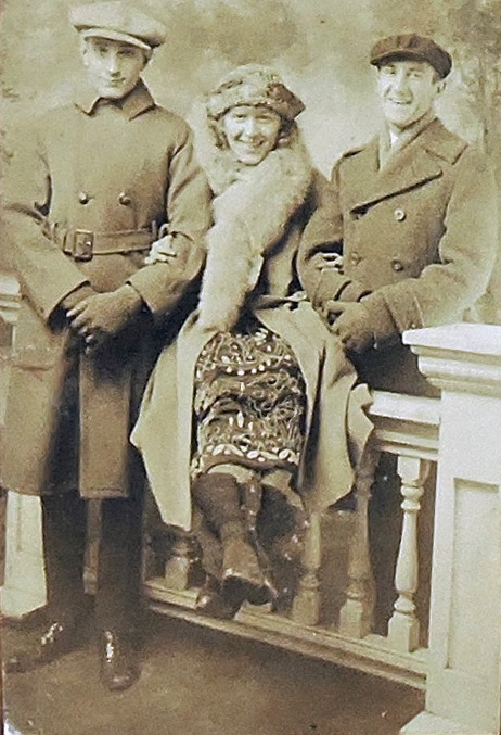 Photo of Donna Darling with Murray Walker & Jack Finney, circa 1922