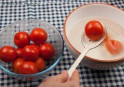 Tomatoes to bowl