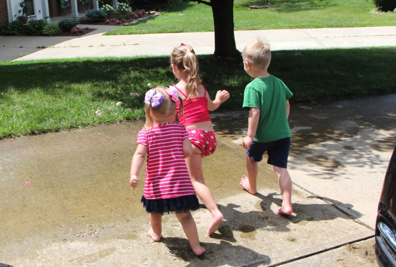 Water Activities for kids - water balloon race