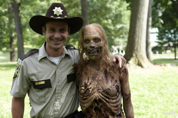 twd_ep1.1_daysgoneby_bts_lincolnzombie_FULL