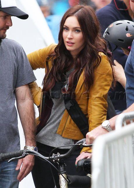 Megan Fox on the set of the Teenage Mutant Ninja Turtles