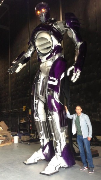 x-men-days-of-future-past-sentinel-bryan-singer-set-photo-338x600