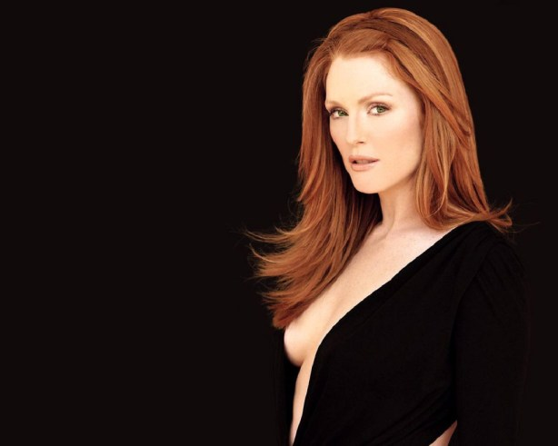 Julianne-Moore-smokey-hot