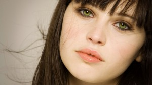 felicity-jones-close-up-wallpaper