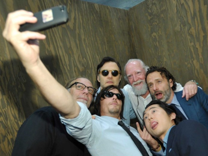 the-walking-dead-cast-is-having-a-blast-at-comic-con-1