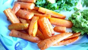Rosemary carrot chips with a creamy lemon garlic pea puree Dinner Grainfree Lunch vegan