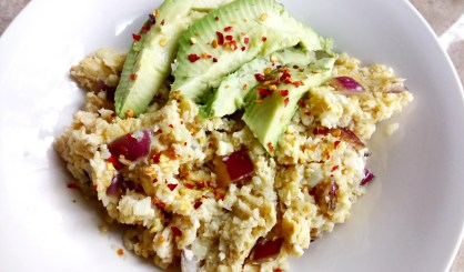 """Spicy egg fried cauli """"rice"""" with avocado Breakfast Dinner Grainfree Lunch"""