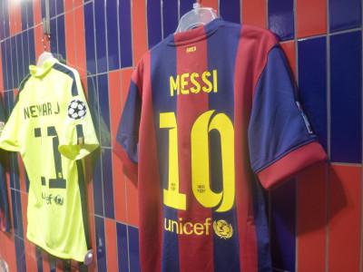 Touring the Nou Camp - Messi's shirt