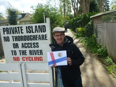 Millwall Neil at the entrance to Eel Pie Island