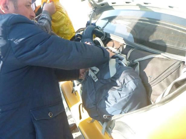Taxi ranks at the border before Sariosiyo