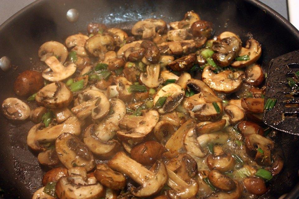 turkey burgers & mushroom gravy