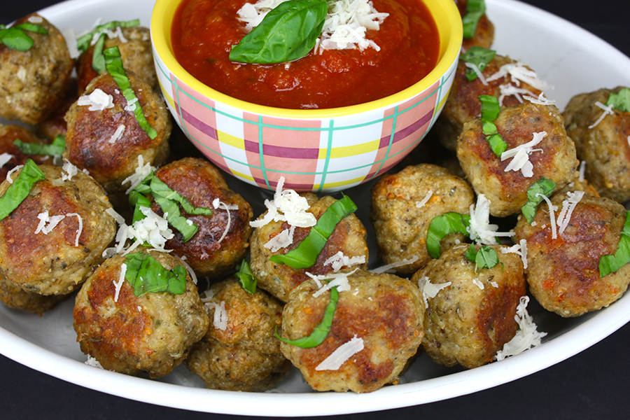 Chicken Parmesan Meatballs - All the flavors of chicken parmesan rolled in a neat little package. These make perfect game day party food!