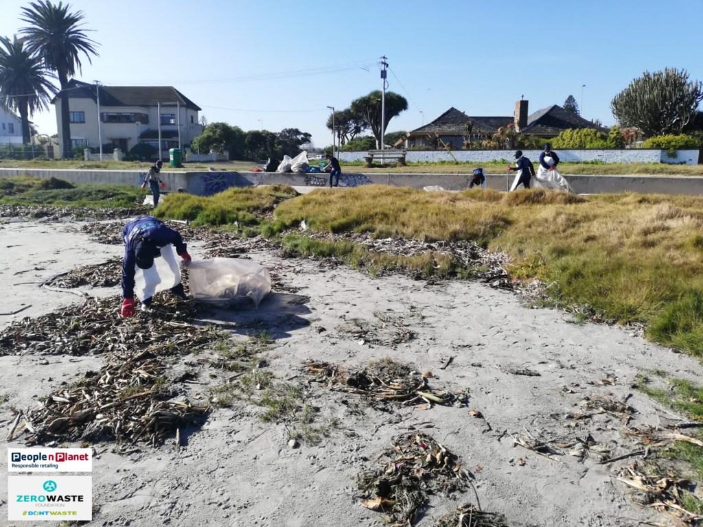 Clean up at Milnerton Lagoon