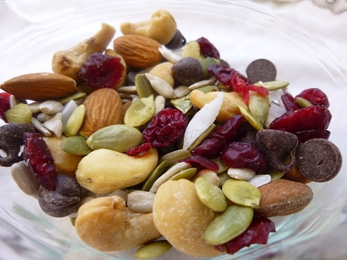 Healthy Snacks Quick and Easy Trail Mix Nits Seeds Dried Fruit Chocolate