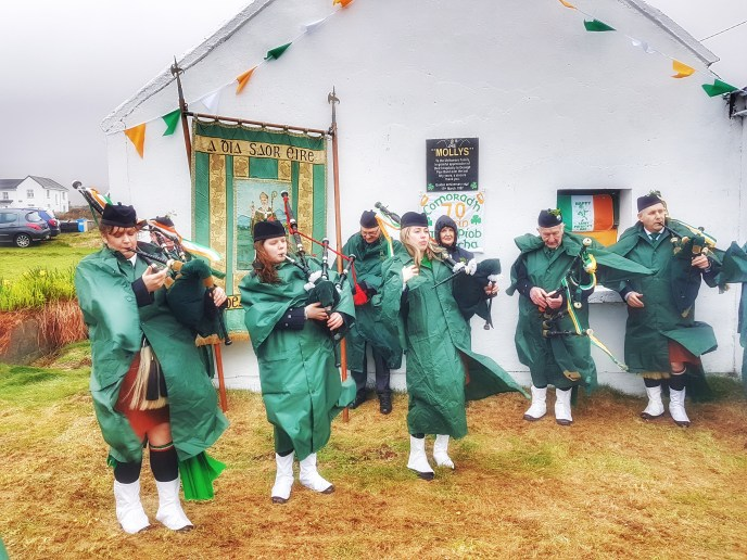 St. Patrick's Day 2017 - Dooagh Pipe Band getting ready at Molly's